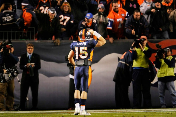 Tebow Saluting Fans